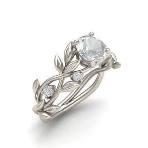 Cubic zirconia leafy engagement ring
